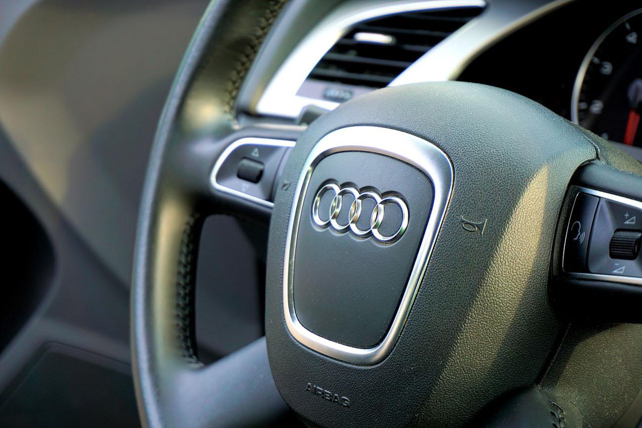 Audi Q7 steering wheel