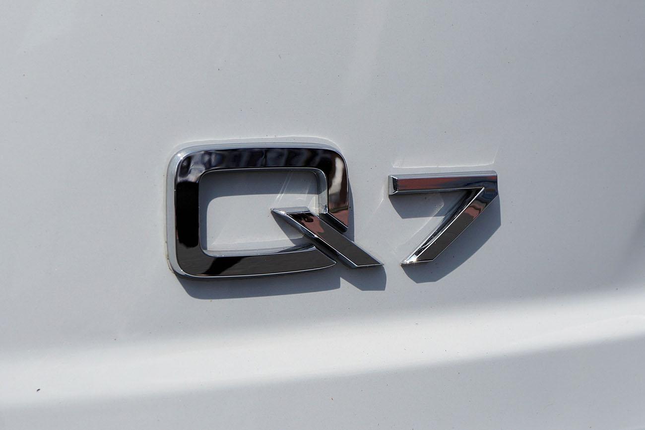 Audi Q7 car letters
