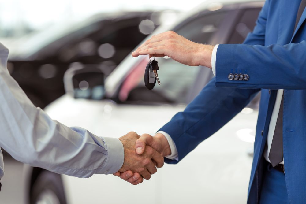 Man handing over keys to a Ford Galaxy