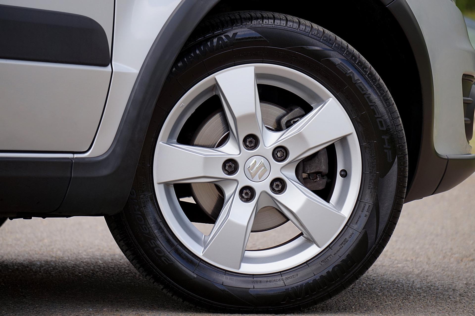 Silver Suzuki wheel with logo